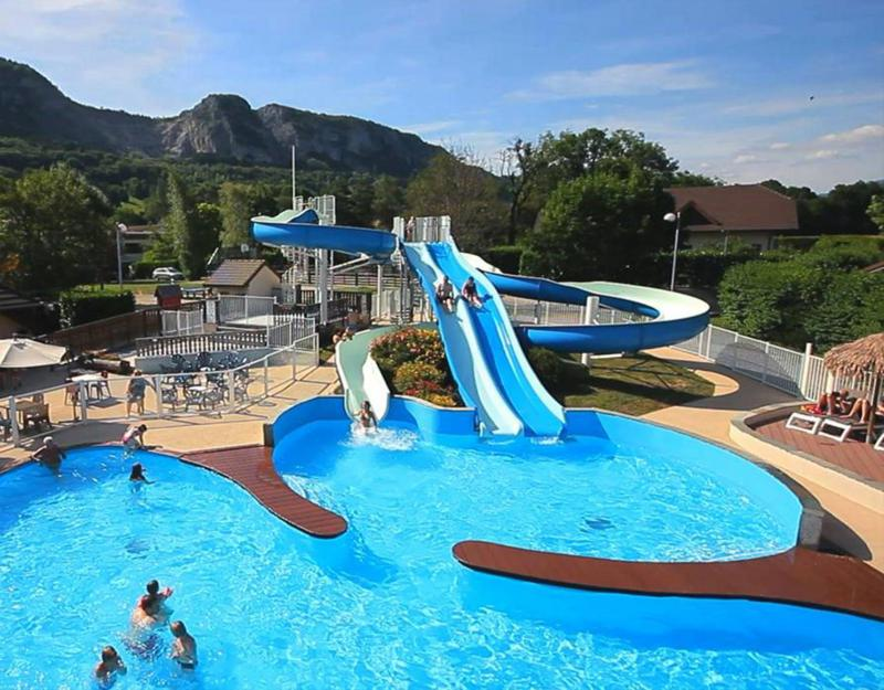 Camping rives du lac annecy camping la ravoire doussard for Camping savoie piscine