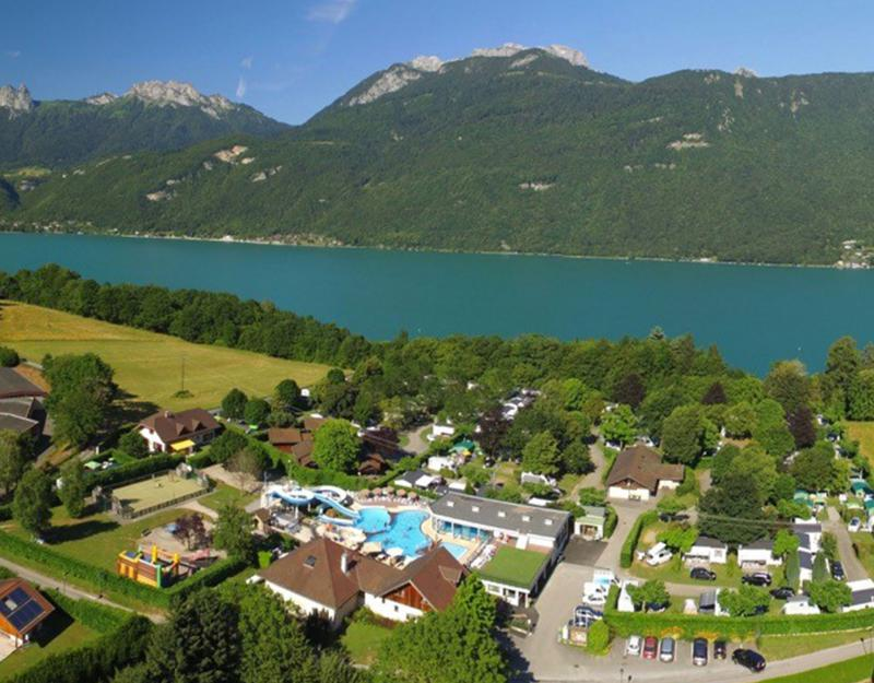 Camping rives du lac annecy camping la ravoire doussard for Camping chamonix piscine